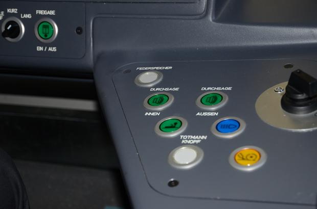 Alternativ leuchtet in den Urbos auch wie bisher ein Knopf auf, der gedrückt werden kann.