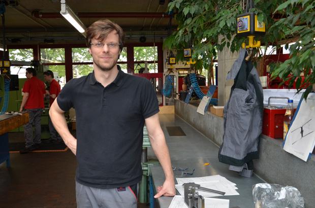 Gerd in der Auszubildenenwerkstatt.