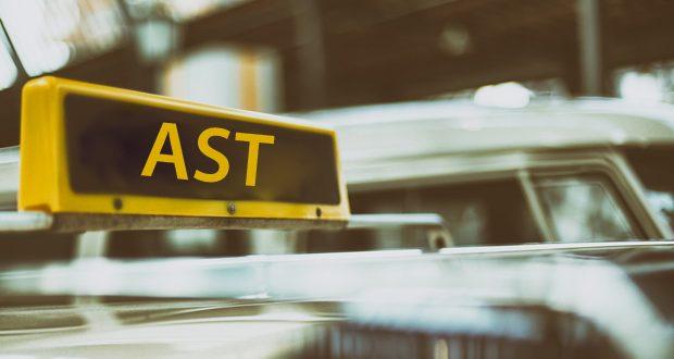 Taxischild mit der Abkürzung AST für Abhol-Service per Telefon